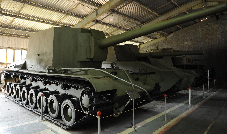 El tanque SU-100-Y