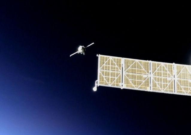 La nave con el androide ruso Fedor logra acoplarse a la EEI en su segundo intento