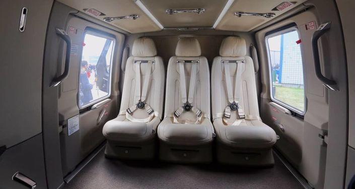 El interior del helicóptero de lujo Ansat