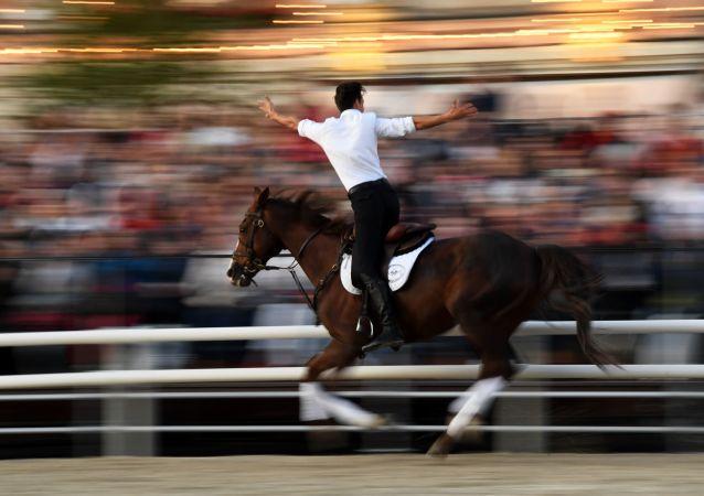 Un jinete de la Escuela de Equitación del Kremlin