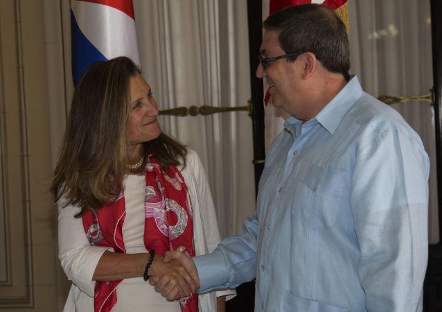 El canciller cubano, Bruno Rodríguez Parrilla, y su par de Canadá, Chrystia Freeland