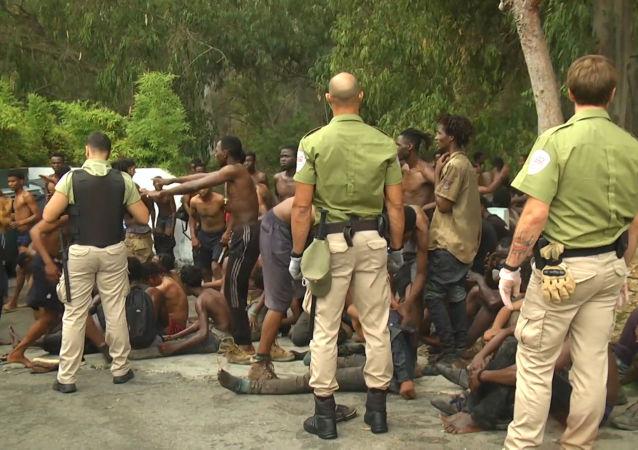 Cientos de migrantes ilegales entran a España a través de Ceuta