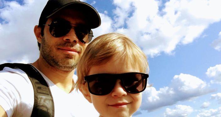 Raúl Rodríguez con su hijo