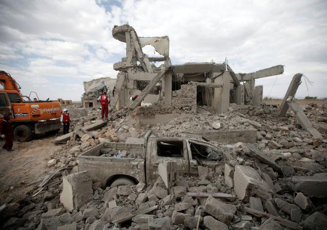 Consecuencias de un bombardeo de una cárcel en Yemen
