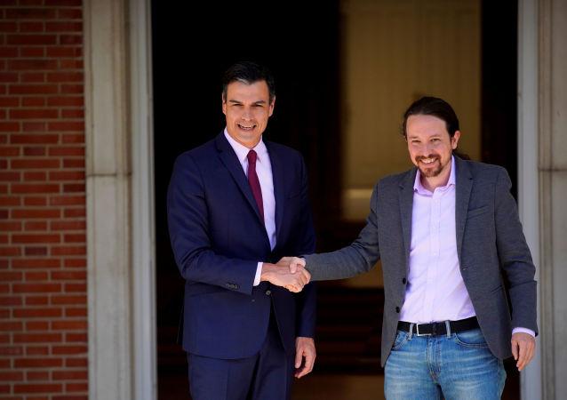 Presidente del Gobierno español en funciones, Pedro Sánchez, y secretario general de Podemos, Pablo Iglesias (archivo)