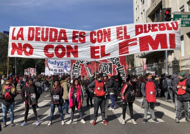 Manifestantes en las calles de Buenos Aires