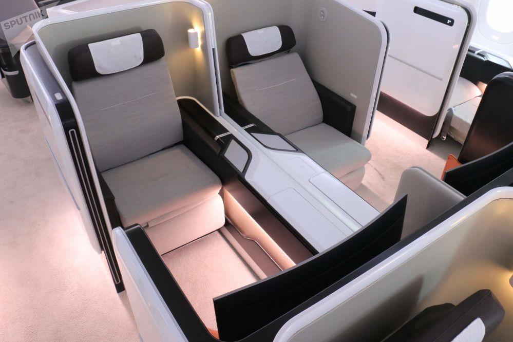 Los asientos centrales de primera clase del avión comercial ruso-chino CR929