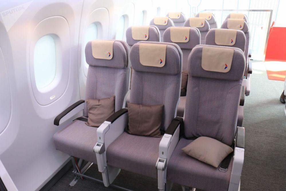 La clase económica en el avión comercial CR929