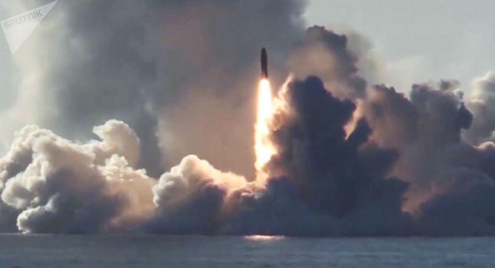 Lanzamiento de prueba del misil ruso Bulava (archivo)