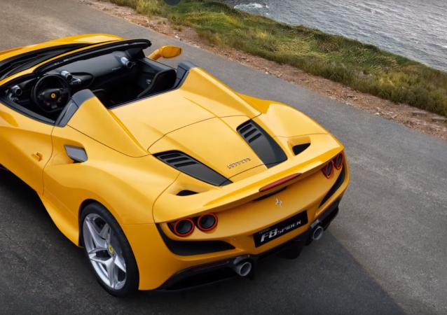La parte trasera del nuevo V8 de Ferrari descapotable