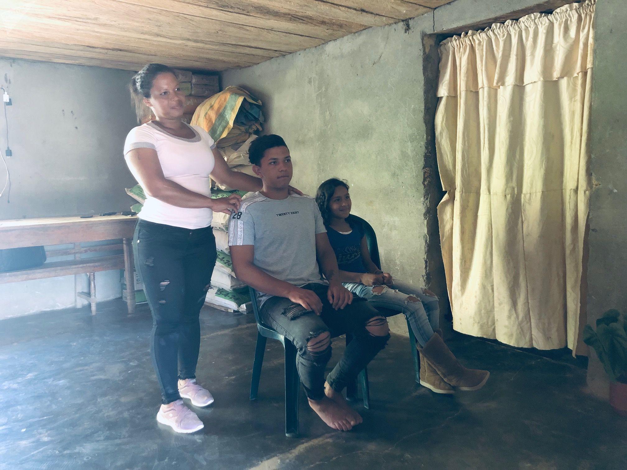 Rocío Chiconqué con sus hijos