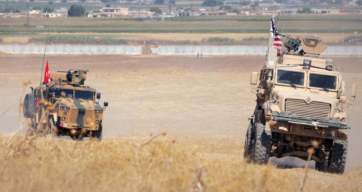 Blindados de Turquía y EEUU en Siria