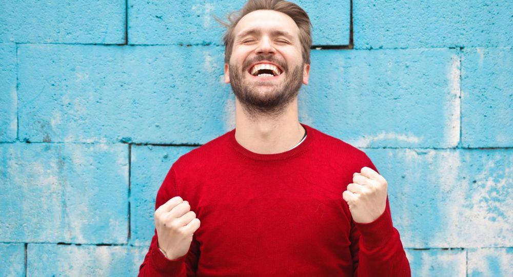 Un hombre contento