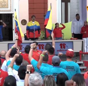 Los jóvenes venezolanos rodean el Palacio de Miraflores en Caracas