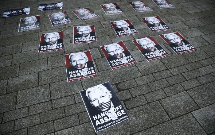 Tribunal londinense: Assange estará en prisión mientras estudien su extradición