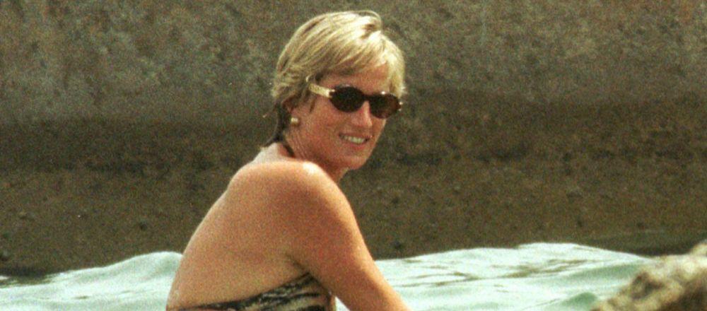 La princesa Diana nada en el mar
