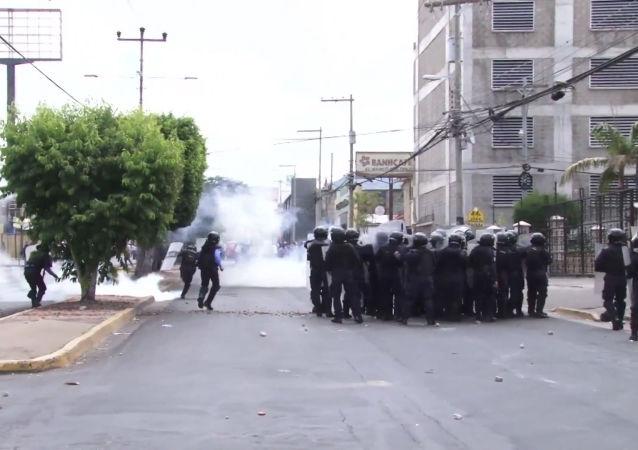 Honduras celebra el Día de la Independencia en medio de fuertes enfrentamientos