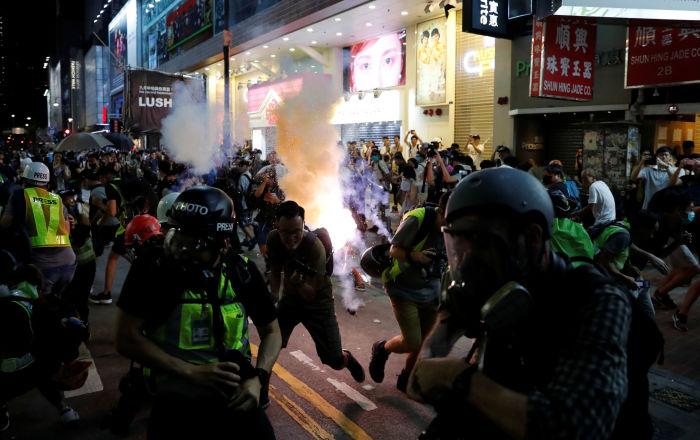 Moody's cambia a negativa la calificación de Hong Kong