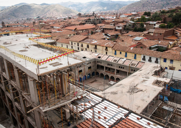 Construcción del hotel de la red Sheraton en la calle Saphy, en el Centro Histórico de Cusco, Perú
