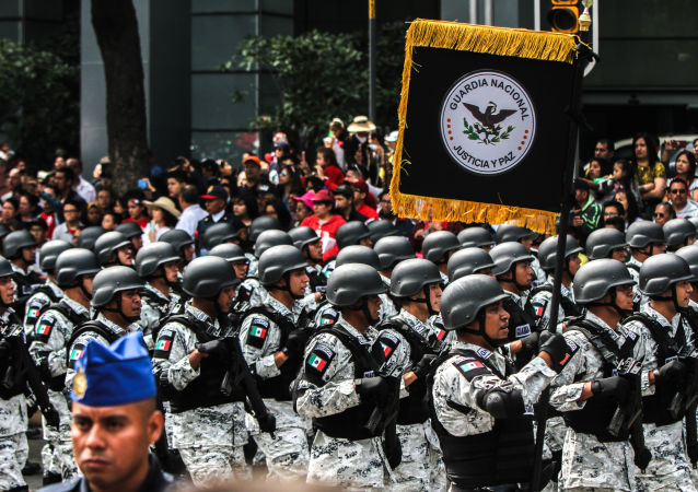 Elementos de la Guardia Nacional durante el desfile de las fuerzas armadas, el día de la Independencia mexicana