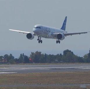 El novedoso MC-21-300 ruso realiza su primer vuelo al extranjero
