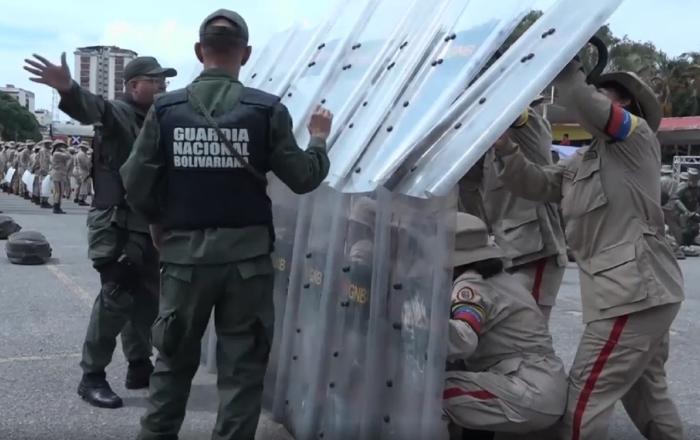 Los venezolanos empiezan los entrenamientos con militares tras la amenaza de la OEA