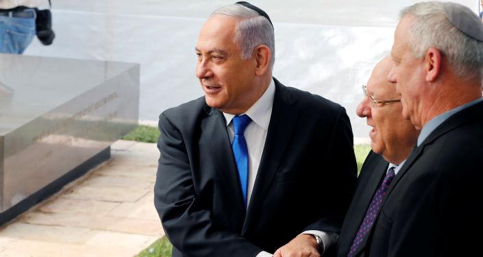 El primer ministro israelí en funciones, Benjamín Netanyahu, el presidente de Israel, Reuven Rivlinm y el líder de la coalición Azul y Blanco, Benny Gantz