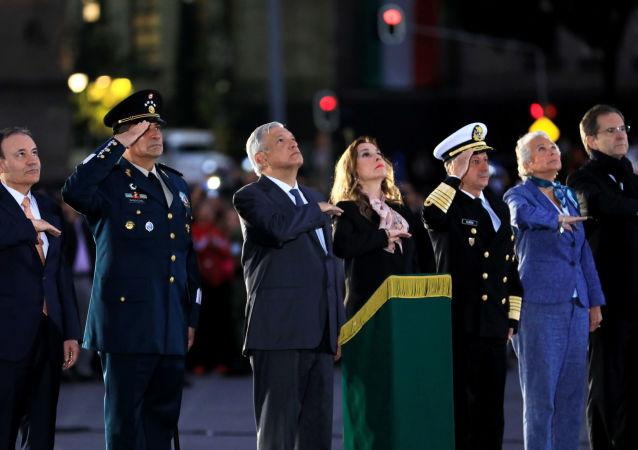 La ceremonia en honor de las víctimas de sismos en México