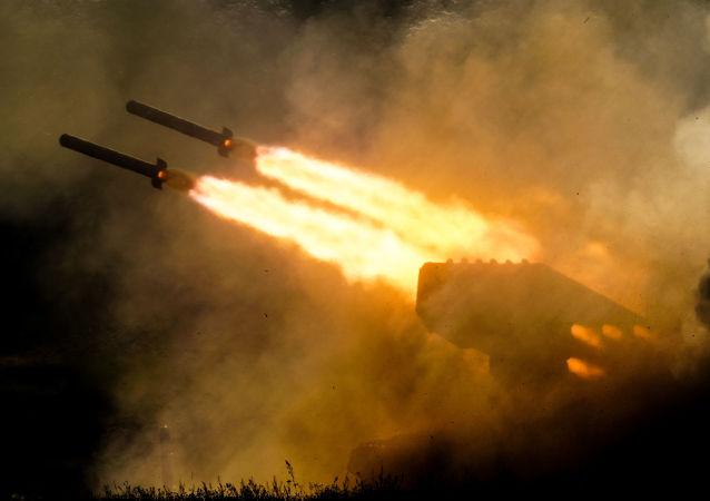 Lanzallamas pesado ruso TOS-1A Solntsepiok (Archivo)