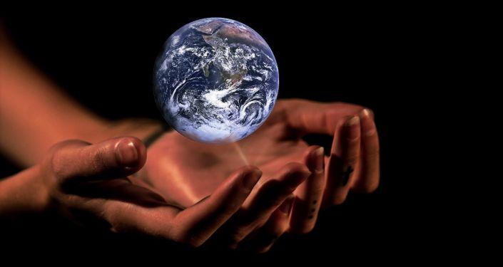 Las manos que sostienen la Tierra (ilustración)