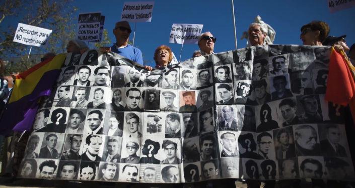 Así celebraron la autorización para exhumar a Franco en España