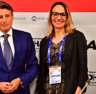 Ximena Restrepo, vicepresidenta de la Asociación Internacional de Federaciones de Atletismo junto al presidente de la Asociación, Sebastian Coe