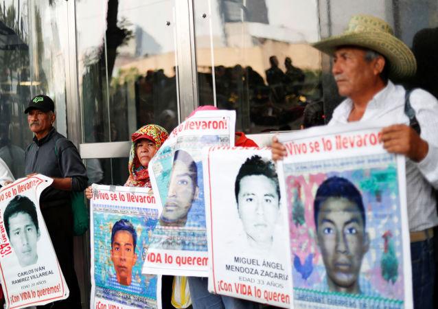 Los retratos de los estudiantes desaparecidos en Ayotzinapa