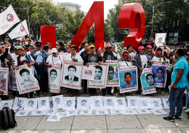 Manifestación por los cinco años de la desaparición forzada de los 43 estudiantes