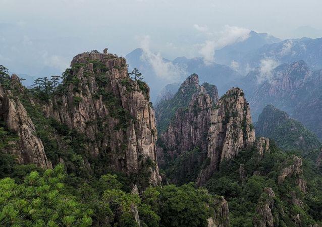 Unas montañas chinas, referencial