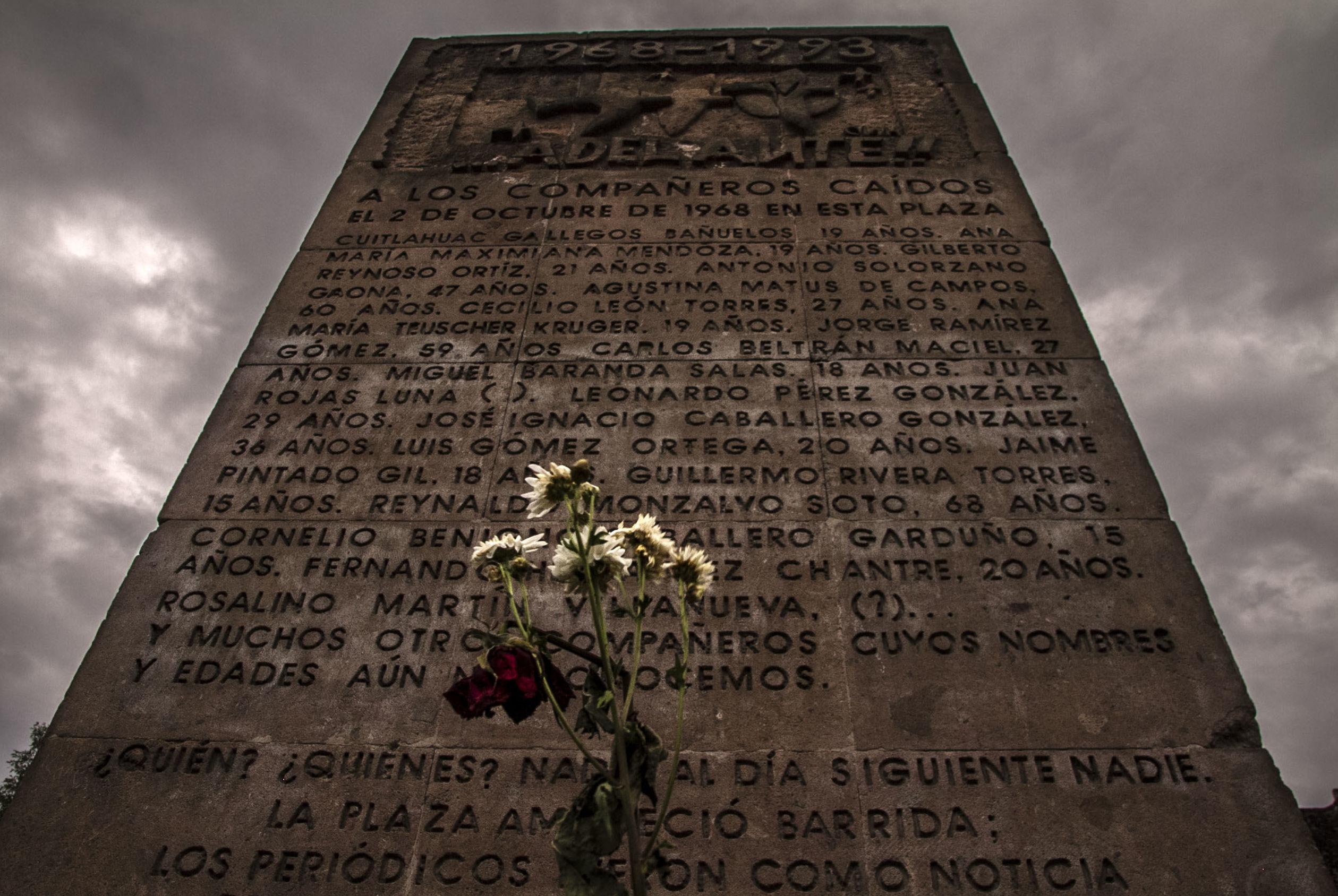 Monolito que recuerda los nombres de las víctimas fatales de este crimen de Estado