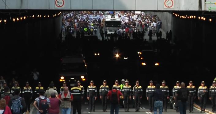 Miles de personas marchan en México en memoria de la Masacre de Tlatelolco