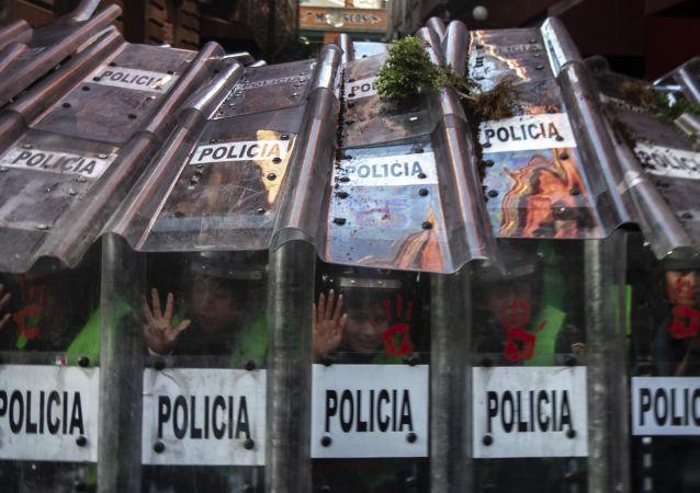 Manifestación en Ciudad de México al cumplirse 51 años de la masacre en Tlatelolco contra el movimiento estudiantil de 1968