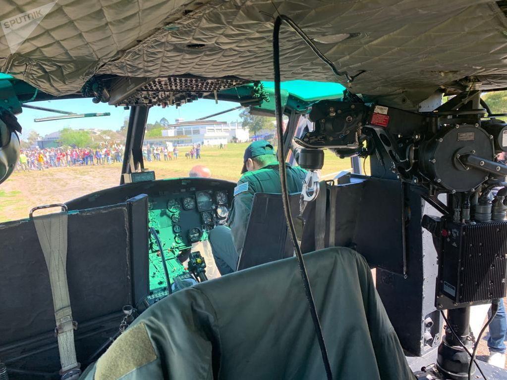 Piloto del Bell UH 1 H Huey, aeronave de la Fuerza Aérea Uruguaya