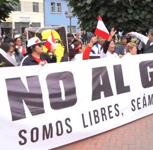 Violentos enfrentamientos en Lima durante una protesta contra la disolución del Congreso