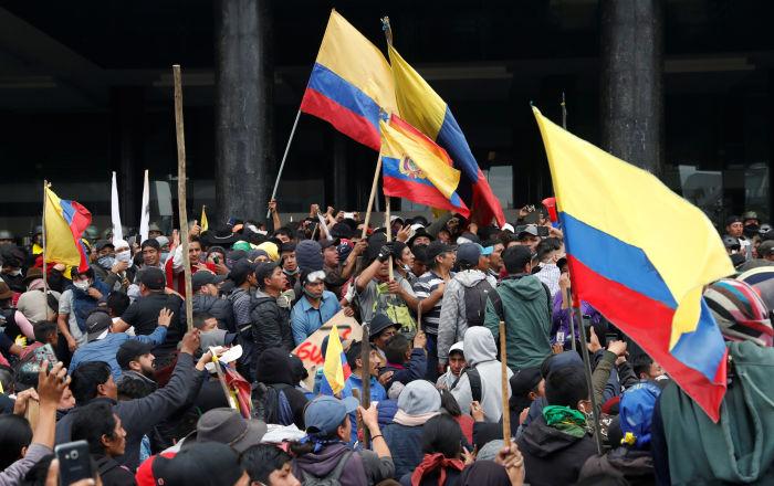 Indígenas venezolanos marchan en apoyo a Ecuador