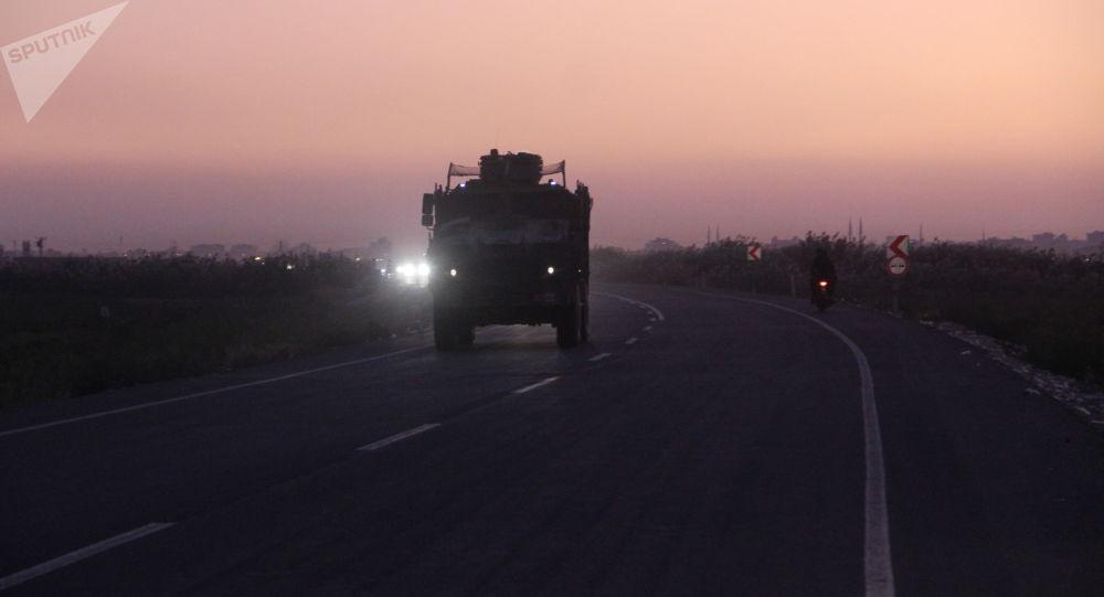 Los blindados turcos en la frontera con Siria