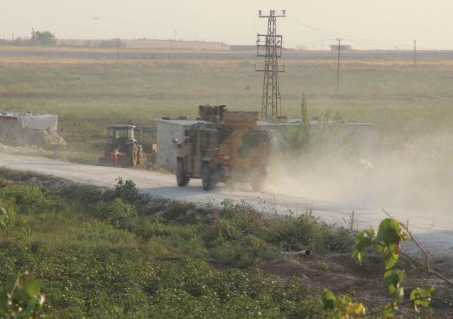 Un blindado turco en la frontera turco-siria