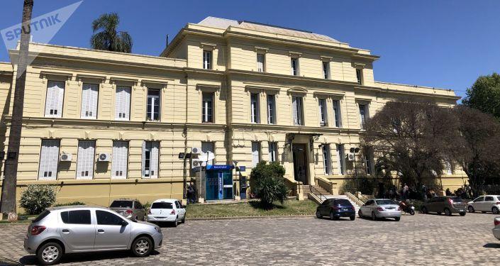 Fachada del edificio principal del Moyano