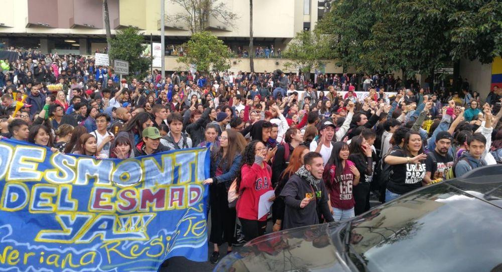 Estudiantes protestando en Bogotá, Colombia