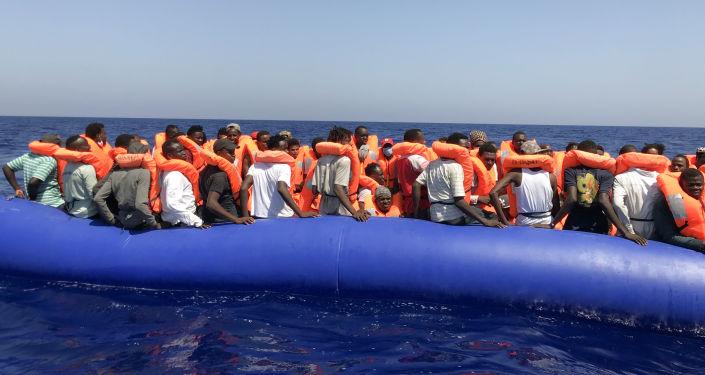 Migrantes en aguas del Mediterráneo