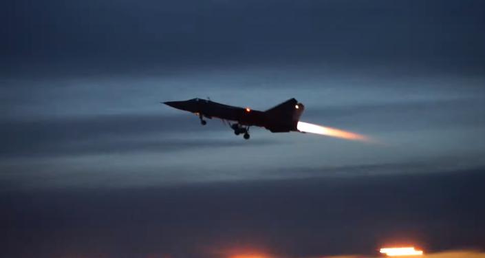 Los MiG-31 rusos realizan maniobras nocturnas en la estratosfera