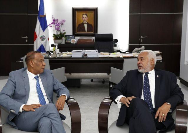 El embajador de la República Dominicana en Rusia, José Manuel Castillo Betances, junto al presidente de la Cámara de Diputados, Radhamés Camacho