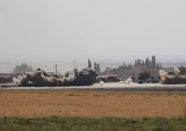 Humo cerca de la ciudad siria de Tel Abiad