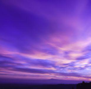 Cielo morado (ilustración)